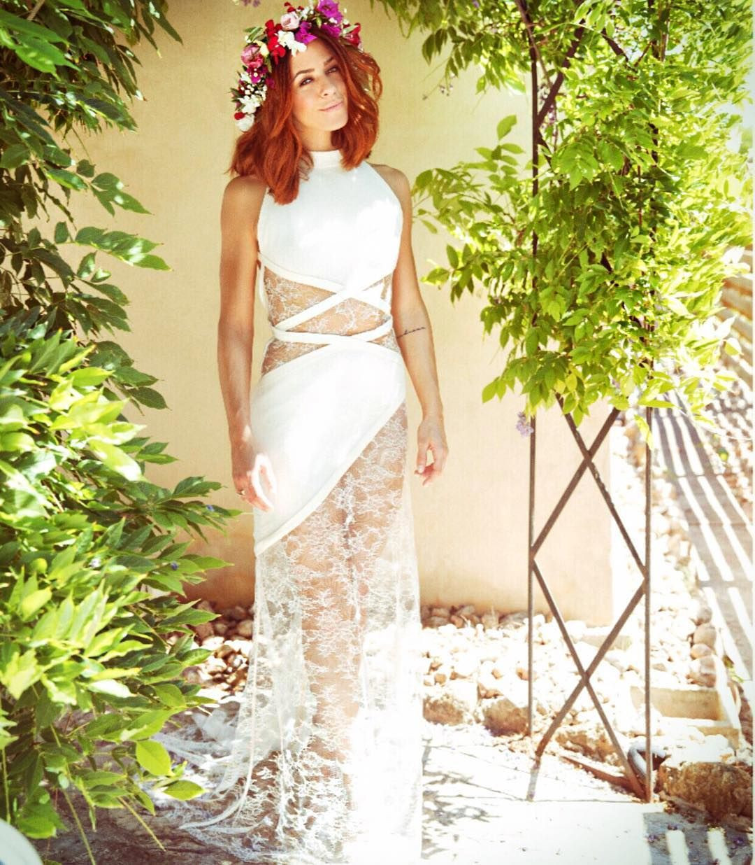 Hochzeit Vanessa Mai  Vanessa Mai in ihrem Brautkleid mit viel Spitze und