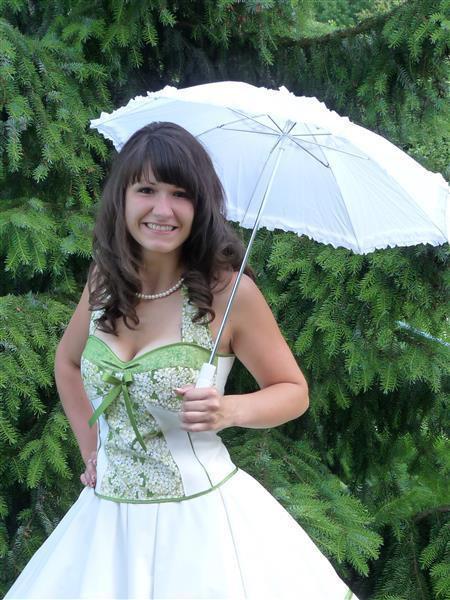 Hochzeitskleid Grün  Brautkleid zum Petticoat creme grün Fliederblüten 50er