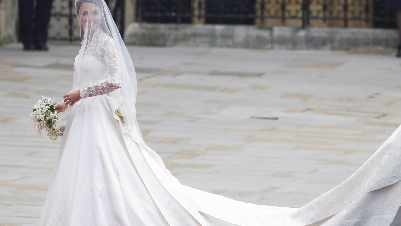 Hochzeitskleid Meghan Markle  Meghan Markle Soll ihr Hochzeitskleid wirklich 400 00