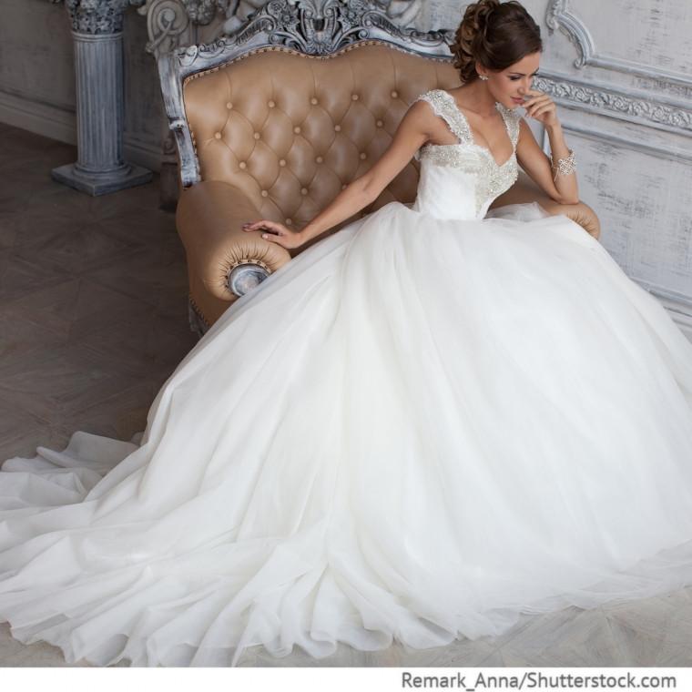 Hochzeitskleid Tüll  Hochzeitskleid aus Tüll mit Strasssteinen Hochzeitsideen