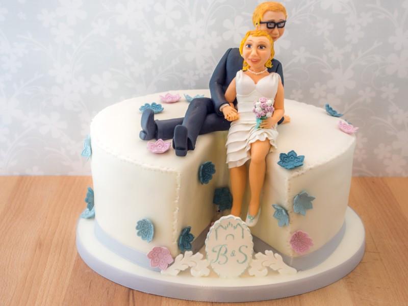 Hochzeitstorte Brautpaar  Hochzeitstorte mit Brautpaar Figur