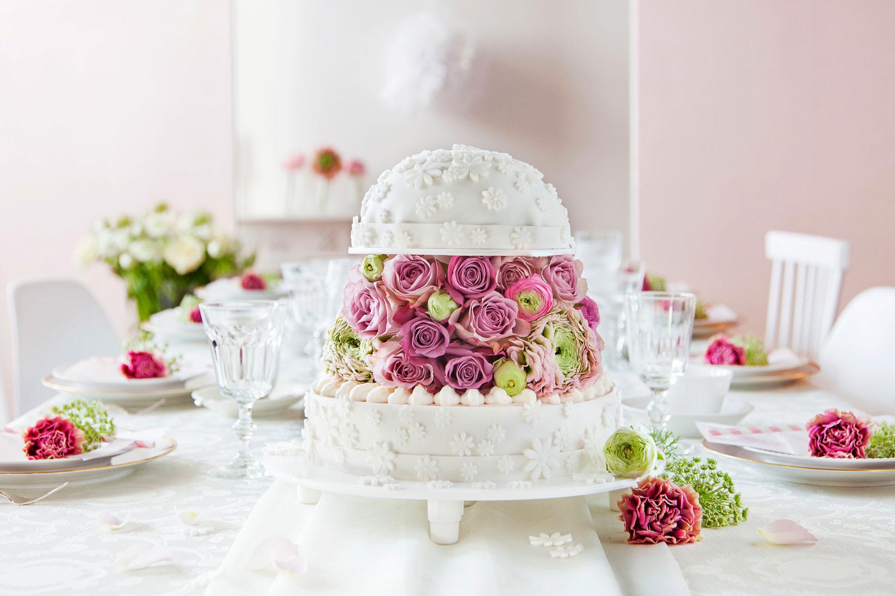 Hochzeitstorte Deko  Hochzeitstorte in Weiß mit Fondant & Blumen Anleitung