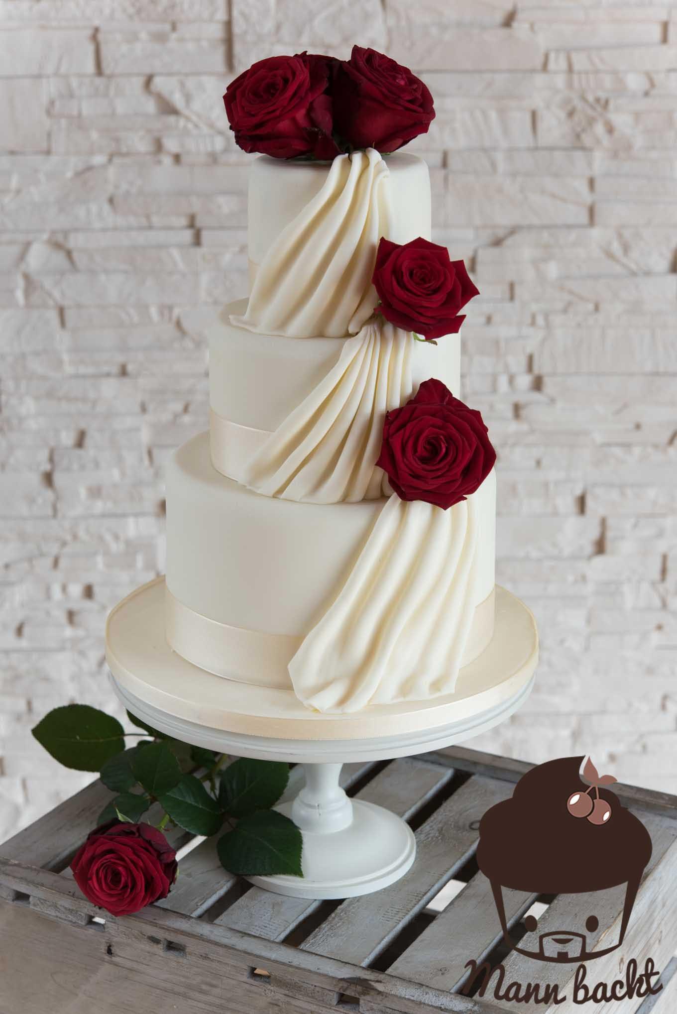 Hochzeitstorte Mit Rosen  Klassisch elegante Hochzeitstorte mit echten Rosen [und
