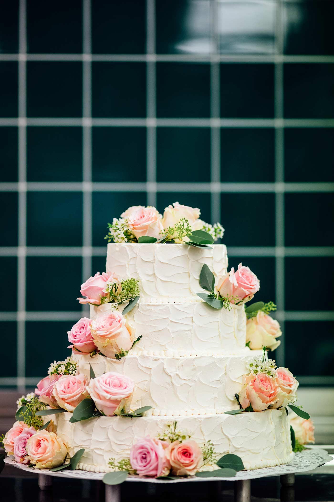 Hochzeitstorte Mit Rosen  Hochzeitstorte mit Rosen