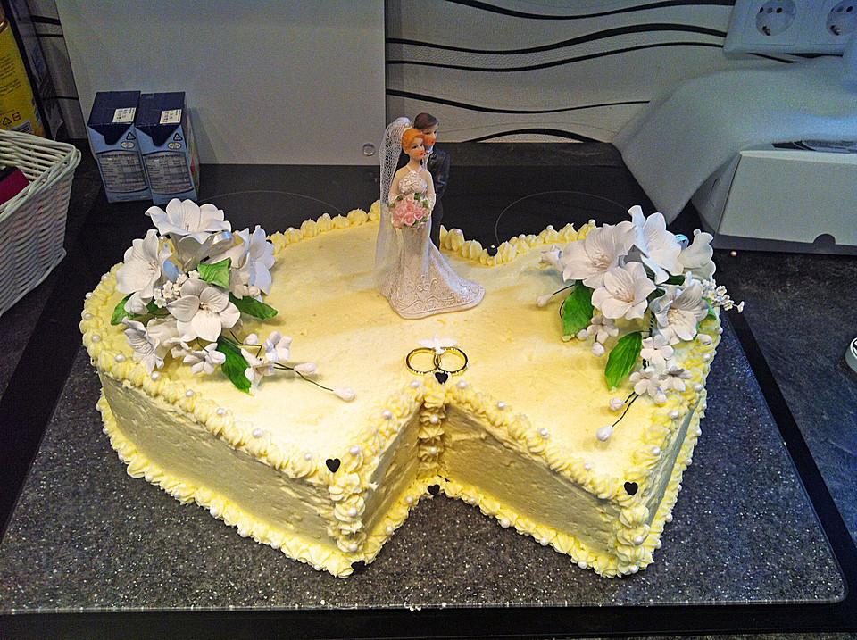 Hochzeitstorte Rezept  Hochzeitstorte Biskuit Buttercreme Torte von Lebourg