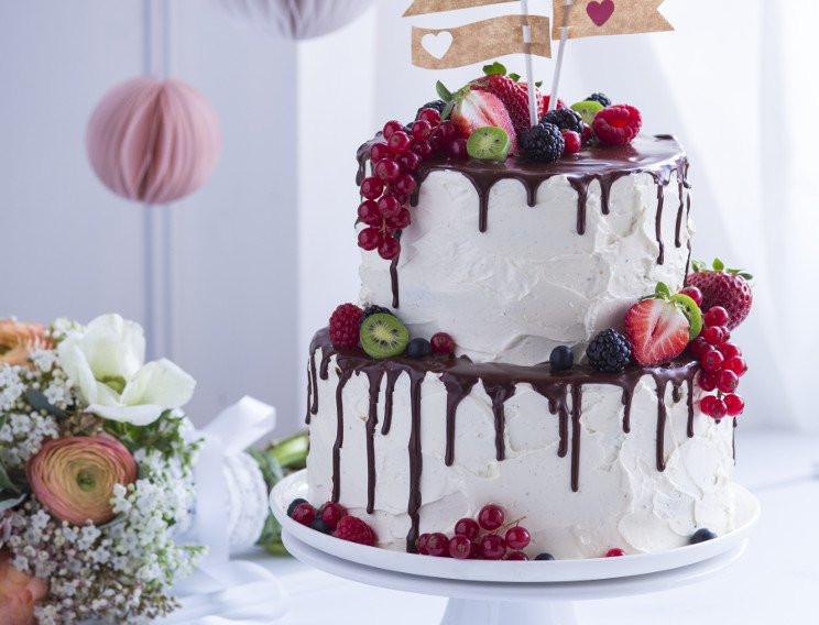 Hochzeitstorte Rezept  Vanille Nuss Hochzeitstorte mit Schokodripping Rezept