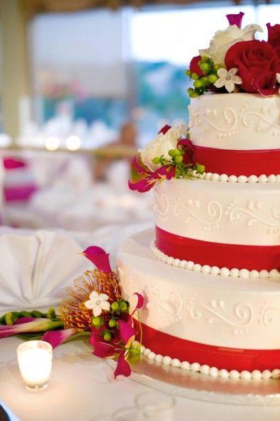 Hochzeitstorte Rot Weiß  Die besten 25 Hochzeitstorte rot Ideen auf Pinterest