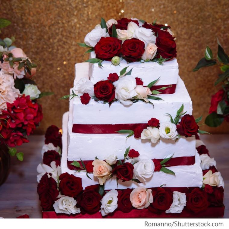 Hochzeitstorte Rot Weiß  Hochzeitstorte mit Rosen rot weiß Hochzeitsideen für