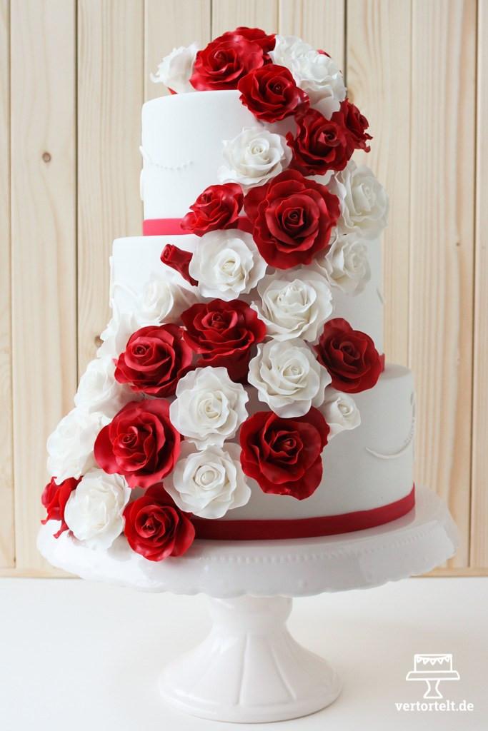 Hochzeitstorte Rot Weiß  Hochzeitstorte mit Zuckerrosen aus Blütenpaste › vertortelt