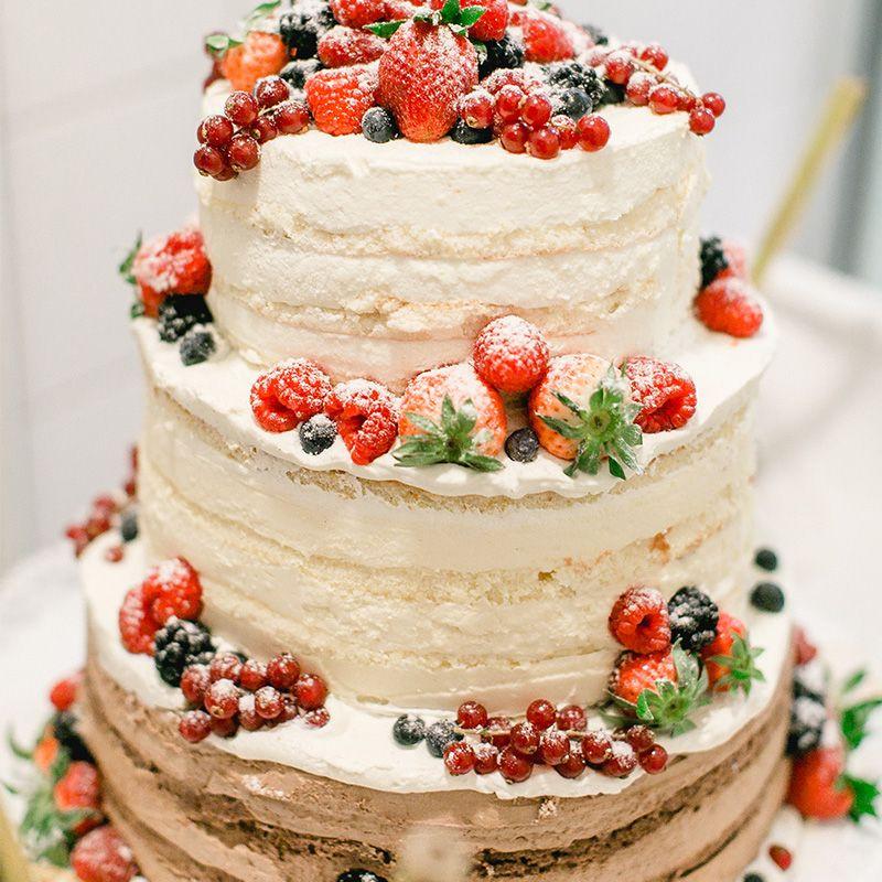 Hochzeitstorte Selber Backen Ohne Fondant  Hochzeitstorte mit Beeren Naked Cake dreistöckig