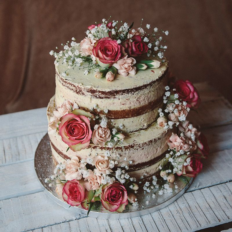 Hochzeitstorte Selber Backen Ohne Fondant  Hochzeitstorte mit echten Blumen Naked Cake zweistöckig