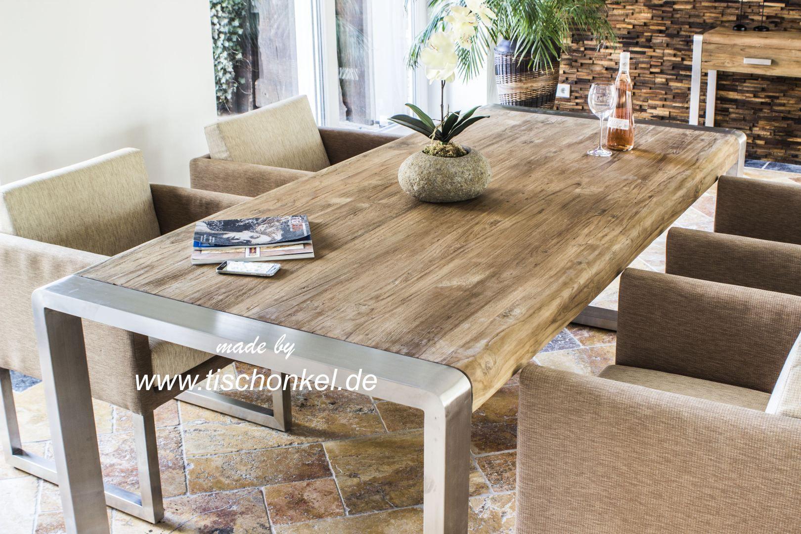 Holz Esstisch  Esstisch aus recyceltem Holz mit Edelstahl Der Tischonkel