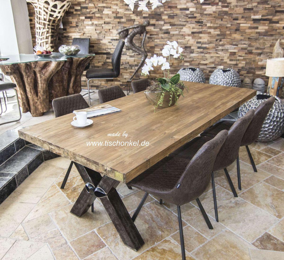 Holz Esstisch  Esstisch aus recyceltem Holz mit Rohstahl Der Tischonkel