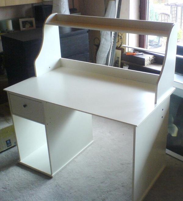 Ikea Hemnes Schreibtisch  Ikea Hemnes Schreibtisch mit Aufsatz weiß in Hamburg