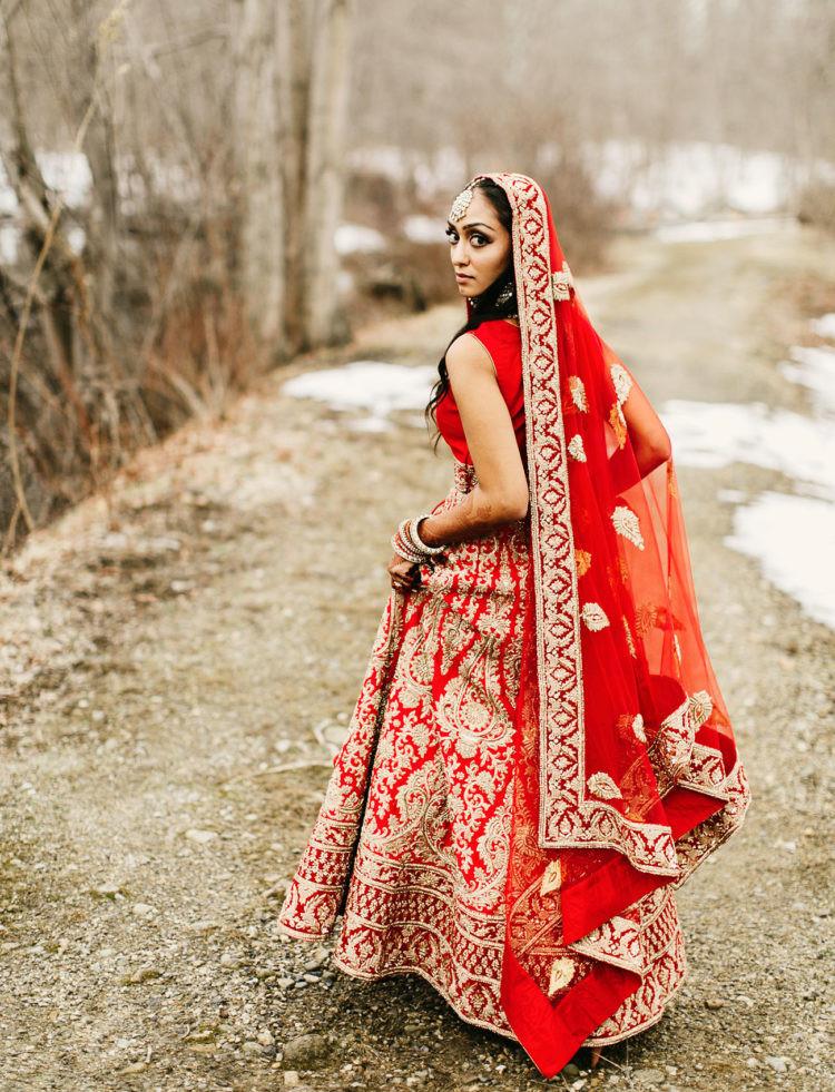 Indische Hochzeit Kleidung  Lebendige Indische Hochzeit Mit Einem Rustikalen Empfang