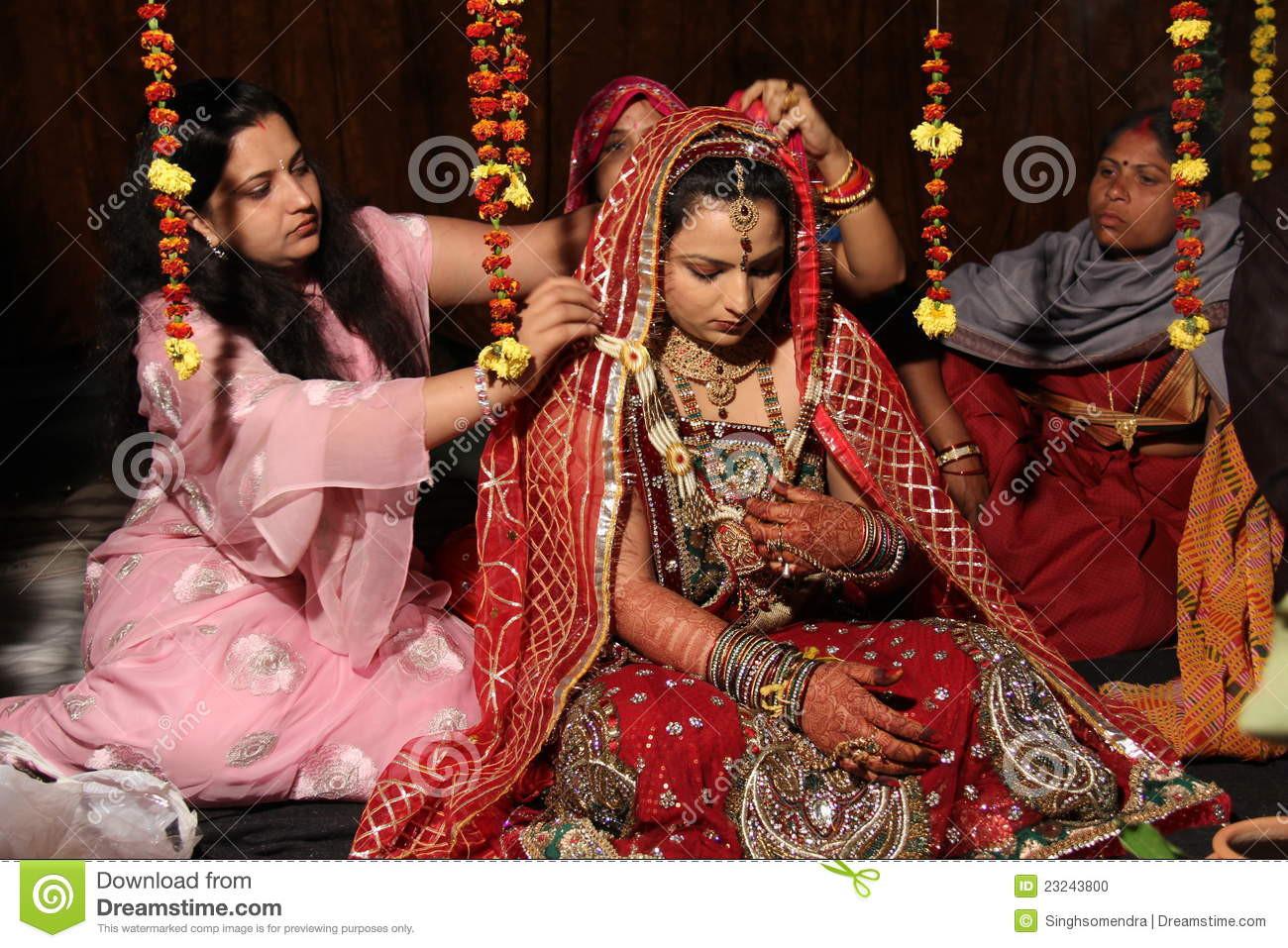 Indische Hochzeit Kleidung  Traditionelle Hindische Indische Hochzeit Redaktionelles