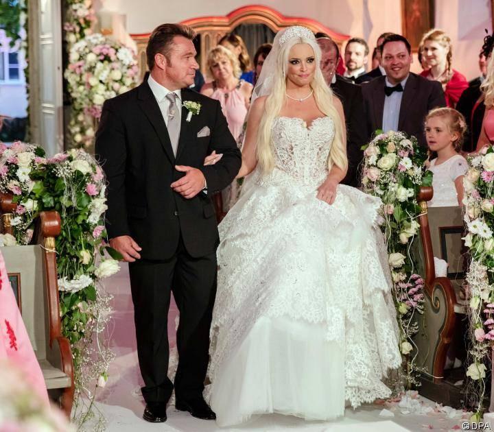 Katzenberger Hochzeit Bilder  Daniela Katzenberger Das sagt sie zur Brautkleid Kritik
