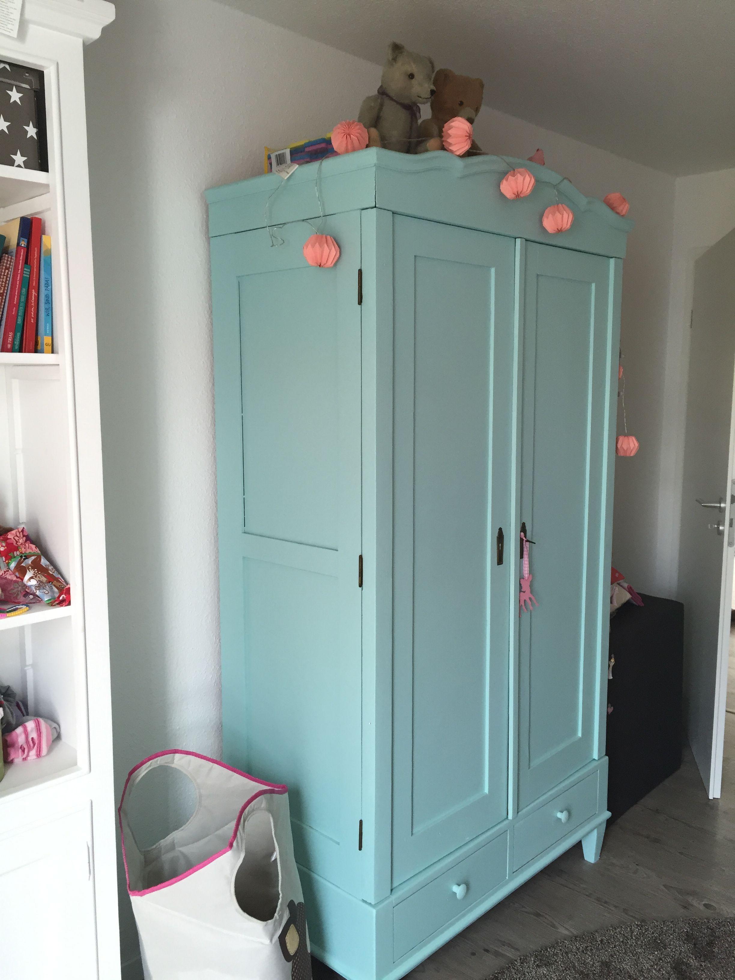Kinderzimmer Schrank  Kleiderschrank für Kinderzimmer Toller alter Schrank aus