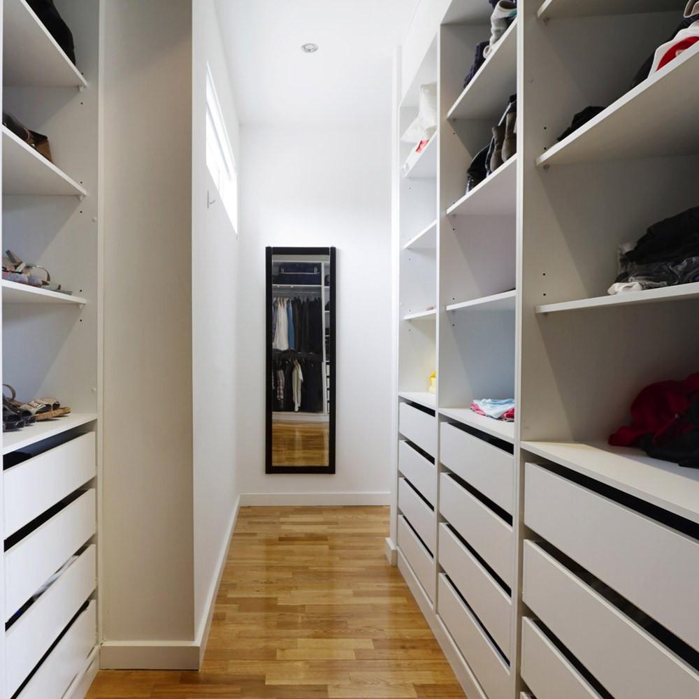Kleiderschrank Dachschräge  Begehbarer Kleiderschrank auch für Dachschrägen
