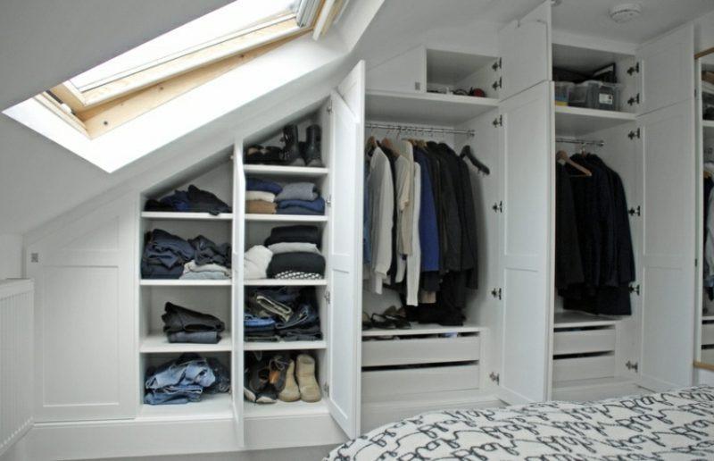 Kleiderschrank Dachschräge  Begehbarer Kleiderschrank unter Dachschräge – Ideen und