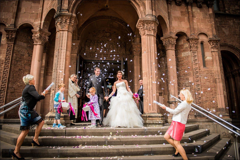 Konfettikanone Hochzeit  Creative graphy Nadine Persijn Hochzeitsfotos