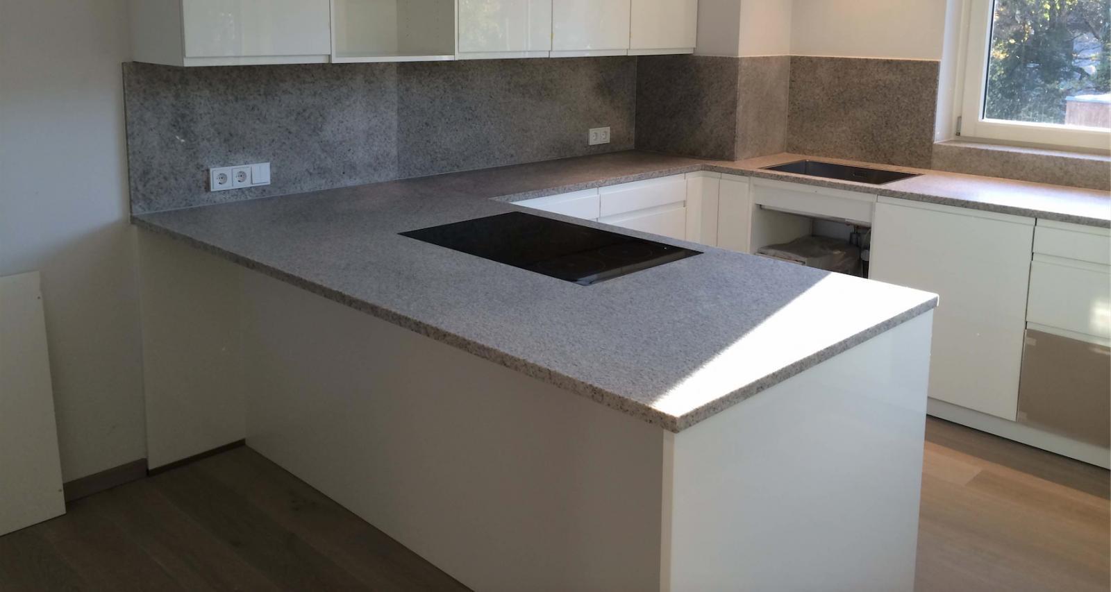 Küche Arbeitsplatte  Küchenarbeitsplatten aus Naturstein Keramik oder Kunststein