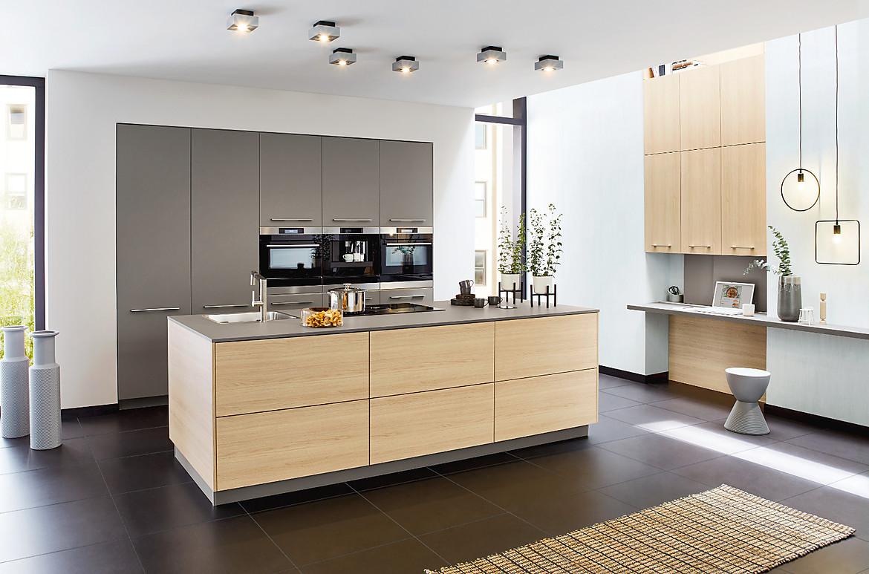 Küche Mit Kochinsel  Grifflose moderne Küche mit Kochinsel