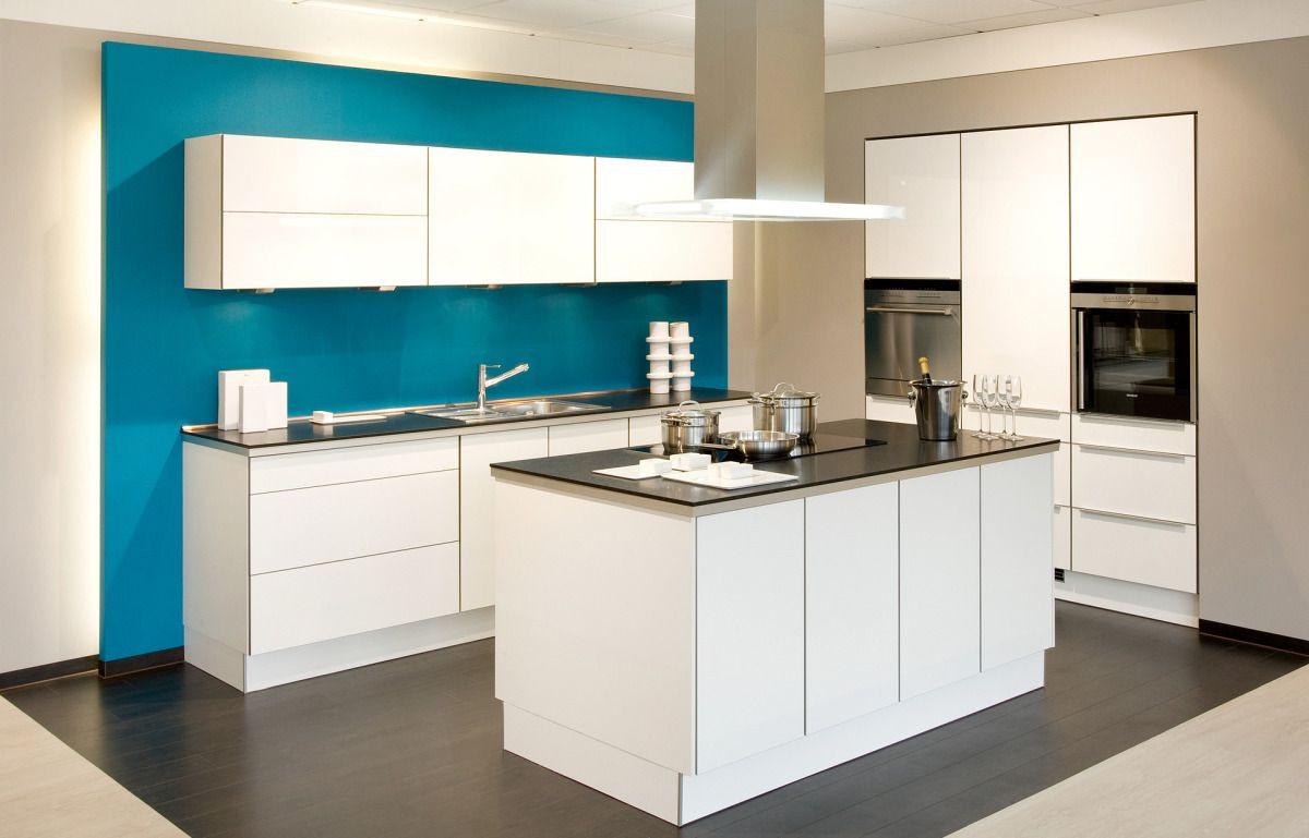 Küche Mit Kochinsel  weiße Küche mit Kochinsel