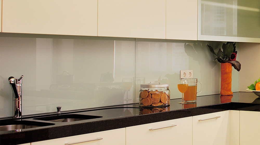 Küchenrückwand Kunststoff  Küchenrückwand glasklar durchsichtig Spritzschutz