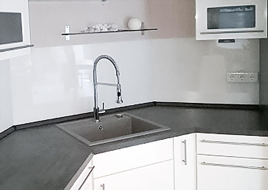 Küchenrückwand Kunststoff  Küchenrückwand und Spritzschutz aus Kunststoff statt