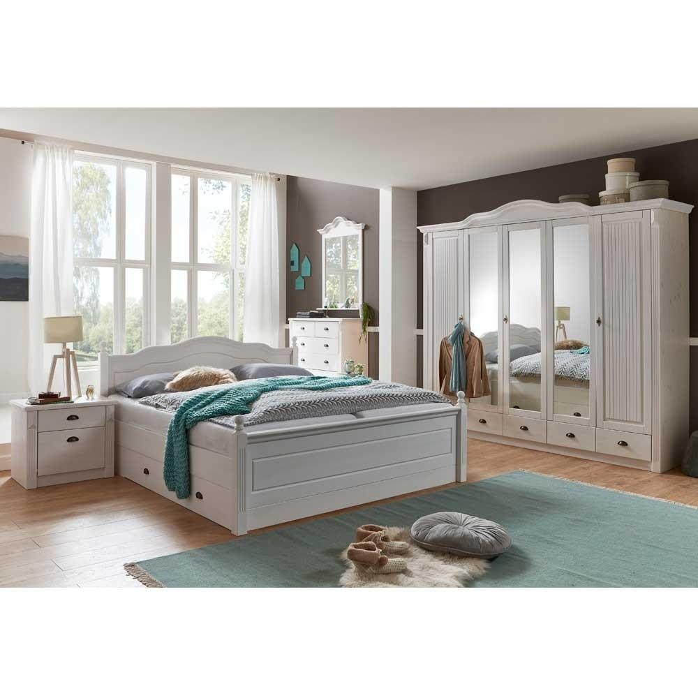 Landhaus Schlafzimmer  Landhaus Schlafzimmer aus Kiefer in Weiß mit Bett 180x200