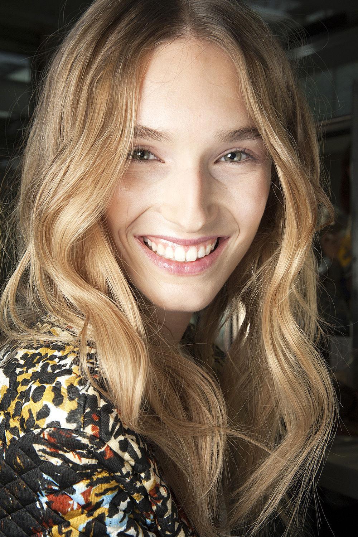 Langes Haar Frisuren  Wellen für langes Haar Look Anleitung GLAMOUR