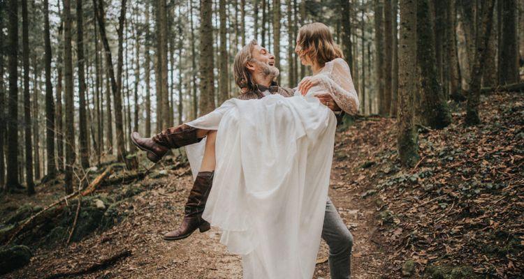 Lederne Hochzeit  3 Hochzeitstag Lederne Hochzeit Bedeutung Geschenke