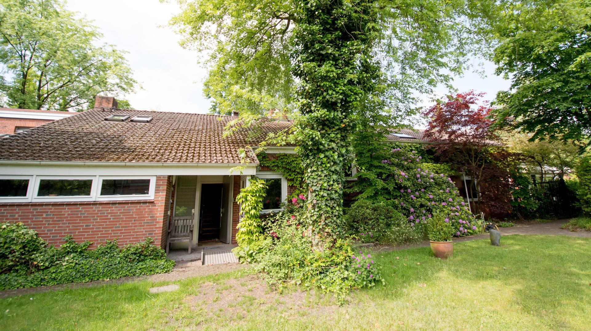 Loki Schmidt Haus  Hier wohnte und arbeitete Helmut Schmidt