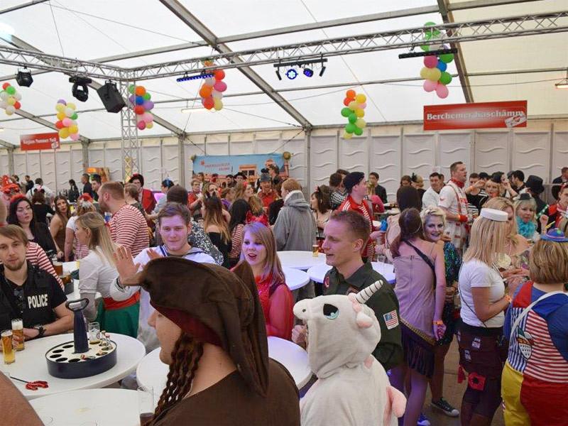 Möbel Hausmann Bergheim  Festzelt zum Karneval von Möbel Hausmann in Bergheim