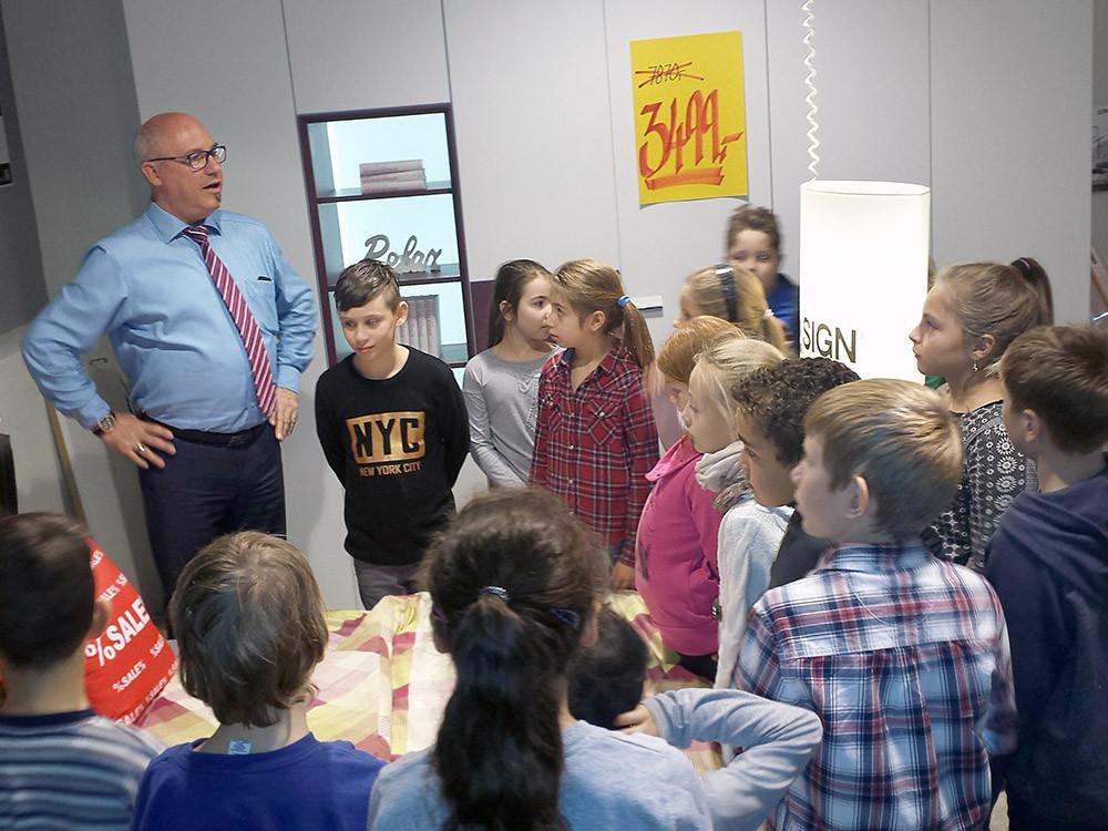 Möbel Hausmann Bergheim  Berufsfindung im Möbelhaus mit Grundschülern