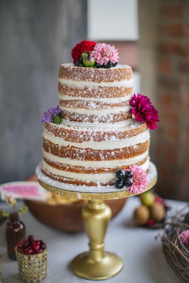 Naked Cake Hochzeitstorte  Go Naked With 21 Frosting Free Wedding Cakes