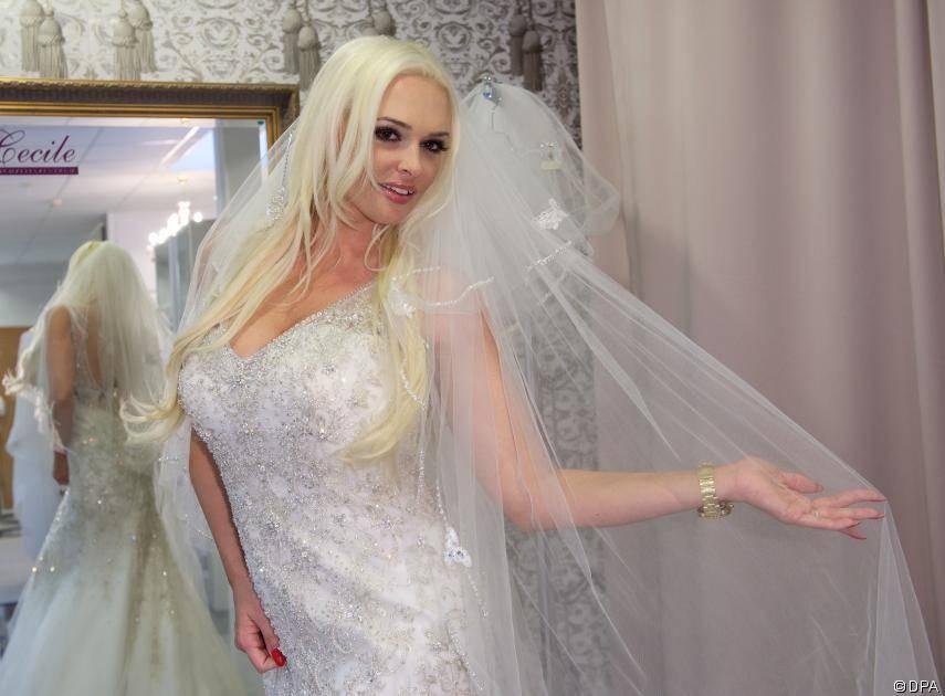 Porno Hochzeit  Daniela Katzenberger Krach um das Kleid kurz vor der