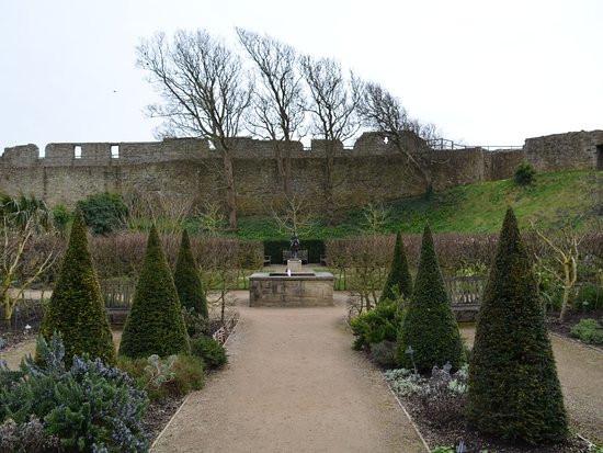 Prinzessin Garten  Prinzessin Beatrice Garten Picture of Carisbrooke Castle