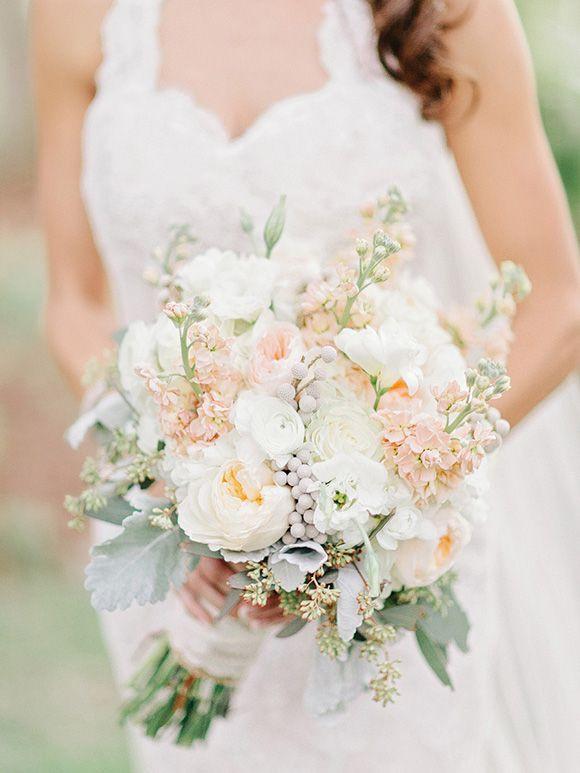 Ranunkel Brautstrauß  Brautstrauß in Weiß und Pfirsich mit Pfingstrosen