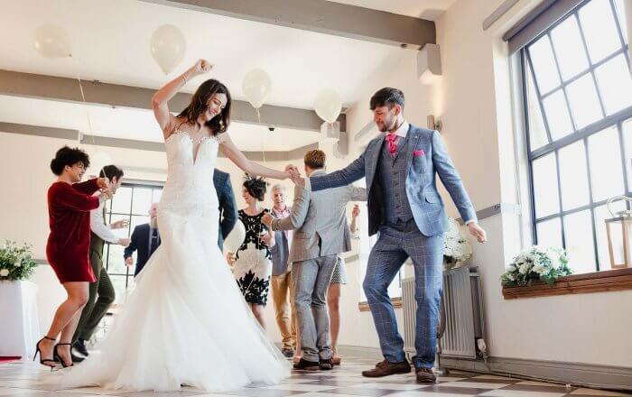 Regenschirmtanz Hochzeit  Hochzeitsspiele