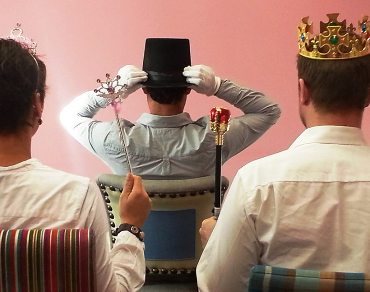 Regenschirmtanz Hochzeit  Kutscherspiel Verkleidung