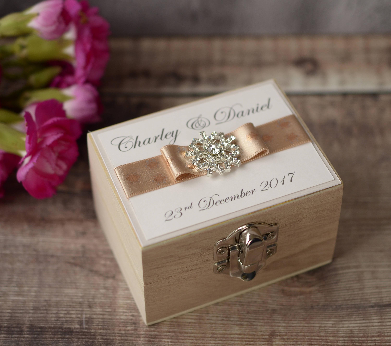 Ringbox Hochzeit  Personalised Wedding Ring Box – Ribbon & Snowflake Jewel