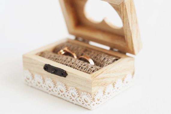 Ringbox Hochzeit  Items similar to Wooden wedding box with a white lace trim