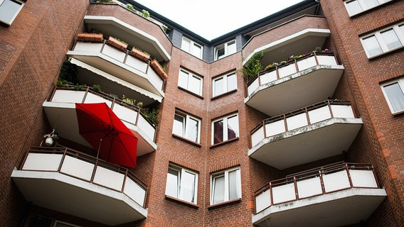Saga Wohnungen Hamburg  SAGA Mieten einfrieren Stapelfeldt lehnt ab