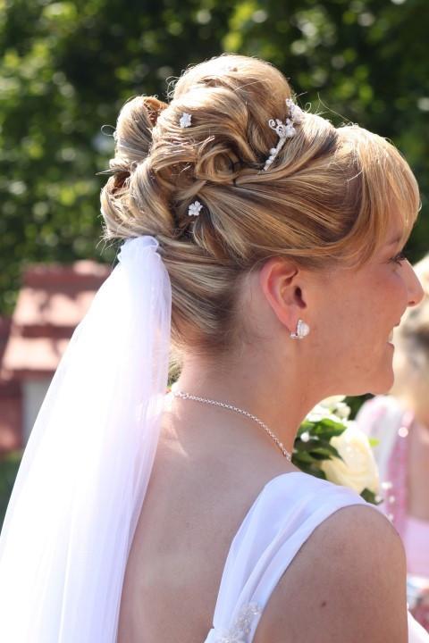 Schleier Hochzeit  Heiraten mit Diadem Die perfekte Ergänzung zum Schleier