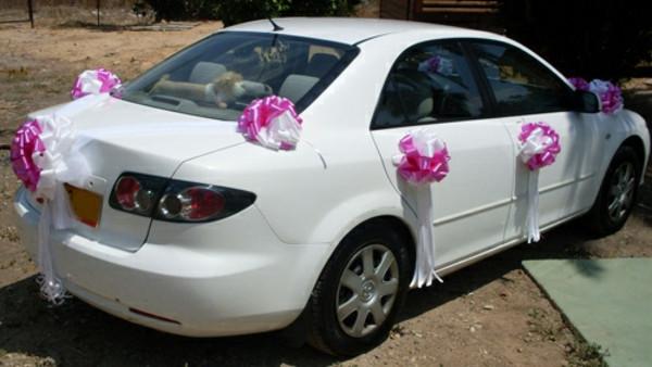 Schleifen Für Auto Hochzeit  36 coole Ideen für Autoschmuck zur Hochzeit Archzine