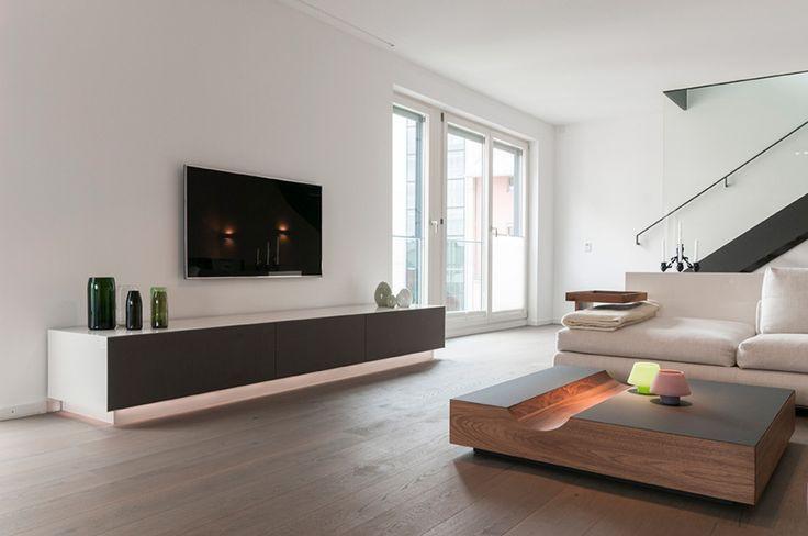 Sideboard Wohnzimmer  Edles TV Sideboard mit Flachbildschirm im Wohnzimmer