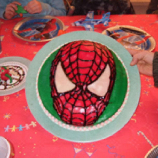 Spiderman Kuchen  Spiderman Kuchen 3 8 5