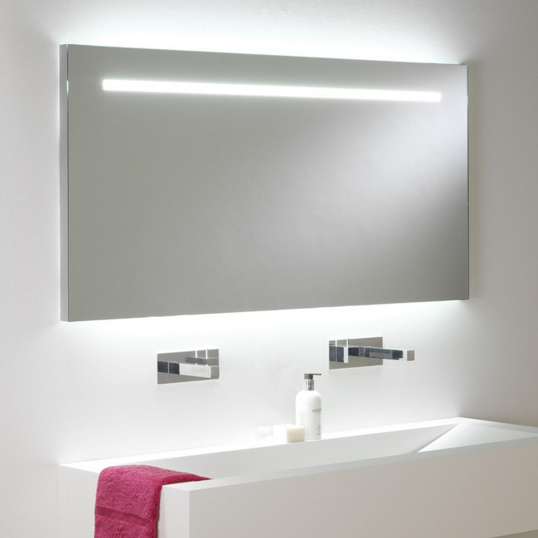 Spiegel Mit Beleuchtung  Großer eindrucksvoller Badspiegel mit Beleuchtung und